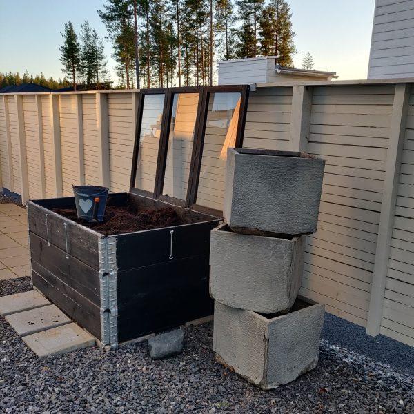 Helppoa kukkaruukkujen kierrätystä